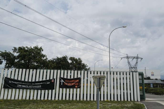 A l'entrée de la centrale nucléaire de Fessenheim, quelques jours avant son arrêt définitif, le 26 juillet.